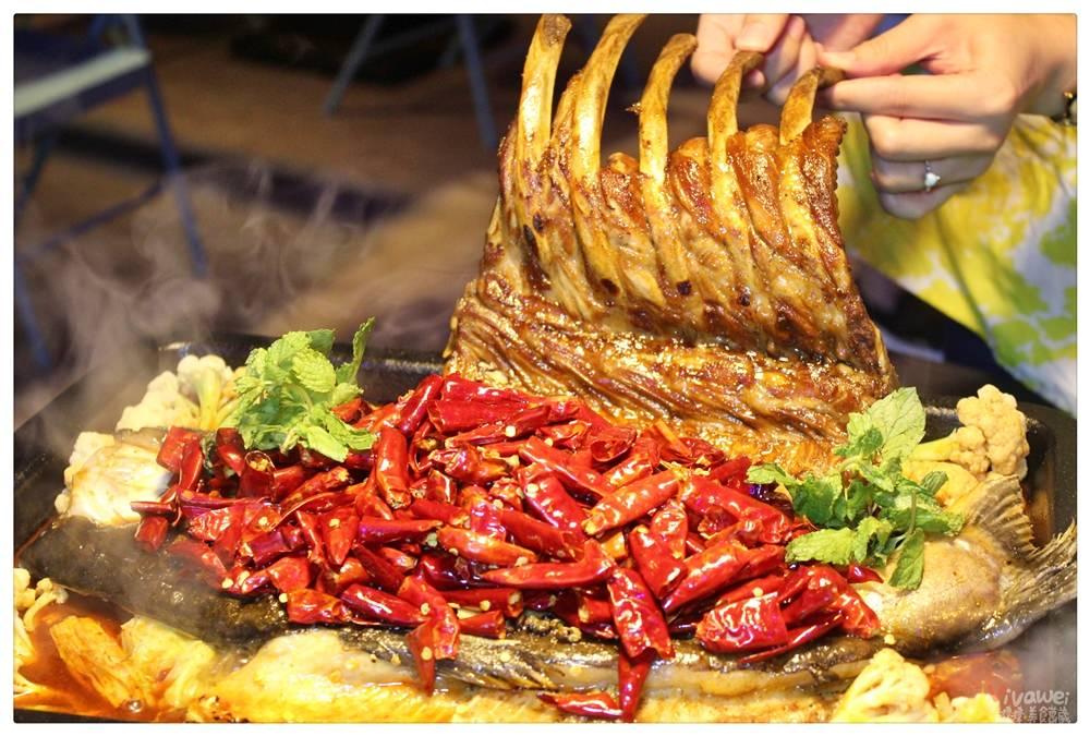 新北中和美食|『水貨炭火烤魚(中和店)』上海最大的炭火烤魚品牌!特色的一爐二吃烤魚!